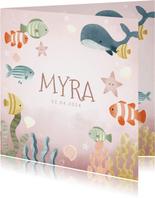 Lief geboortekaartje meisje oceaan met visjes en plantjes