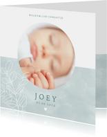 Lief geboortekaartje met foto plantje & hartje voor jongetje