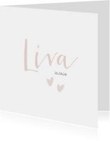 Lief geboortekaartje voor een meisje met oud roze hartjes.