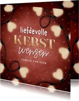 Liefdevolle kerstkaart kerstlampjes in hartvorm & typografie
