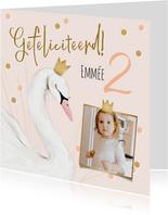 Lieve kaart met zwaantje kroon confetti en foto