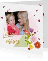 Lieve moederdagkaart met bos bloemen hartjes en foto
