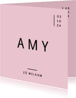 Modern geboortekaartje met strakke typografie en roze kleur