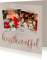 Moderne kerstkaart dikke kerstknuffel en 2 foto's op beige