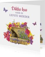 Moederdagkaart met fleurige bloemen en kitten