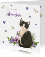 Moederdagkaart met lieve zwart-witte kitten met lila bloemen