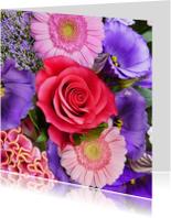 Mooie bloemenkaart met kleurrijk boeket