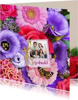 Mooie bloemenkaart met label, strikje en eigen foto