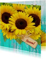 Mooie bloemenkaart Zonnebloemen op schutting