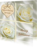 Mooie felicitatiekaart roos en hart op witte zijden-print
