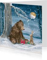Mooie kerstkaart met beer en konijn in de sneeuw
