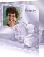Mooie rouw- of bedankkaart met rozen en foto op satijnprint