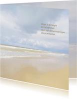Mooie rouw- of bedankkaart met strand, lucht en zee