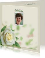 Mooie rouwkaart met roos en tekstvoorstel aan binnenzijde