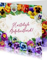 Mooie verjaardagskaart met diverse viooltjes voor een vrouw