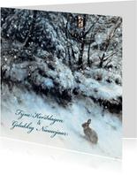 Natuurkerstkaart wintertafereel konijn in sneeuw