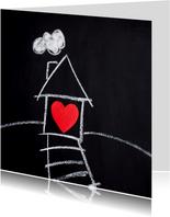 Nieuw huis kaart met wit huis en rood hart op bord