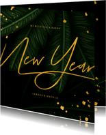 Nieuwjaarskaart jungle bladeren met gouden New Year