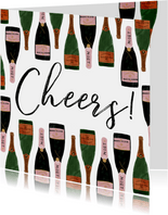 Nieuwjaarskaart met champagneflessen en cheers!