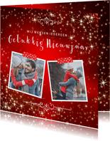 Nieuwjaarskaart met sfeervolle rode achtergrond van sterren