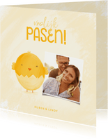 Paaskaart vrolijk pasen met foto en lief kuikentje