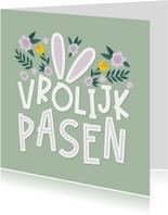 Paaskaart vrolijk pasen met oortjes en bloemen
