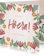 Pensioenkaart hoera met kleurrijke bloemen
