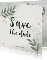 Save the date kaart groen waterverf takjes gouden hartjes
