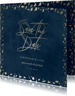 Save-the-Date-Karte in dunkelblau mit Goldschnipseln