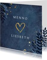 Stijlvolle botanisch trouwkaart met gouden hart en namen.