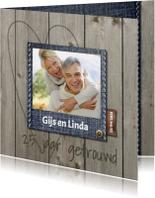 Stijlvolle foto jubileumkaart met hout en jeans