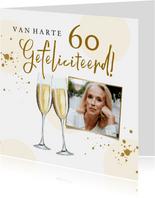 Stijlvolle kaart met champagneglazen, spetters en foto