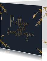 Stijlvolle kerstkaart met gouden takjes en tekst