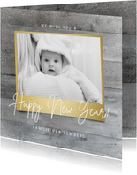 Stijlvolle nieuwjaarskaart houtlook goud foto happy new year