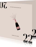 Stijlvolle nieuwjaarskaart met champagnefles en 2022