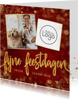 Stijlvolle rode zakelijke kerstkaart met eigen foto en logo
