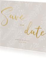 Stijlvolle Save our Date kaart goudlook tekst naturel takjes