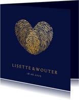 Stijlvolle trouwkaart vingerafdrukken in gouden hartje