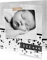 Stoer geboortekaartje monochrome met spetters en foto