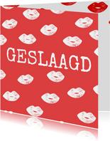 Stoere geslaagd kaart in rood met witte kusjes