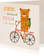 Succes kaart school met luipaardje op rode fiets