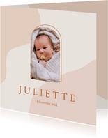 Trendy geboortekaartje in roze aardetinten met foto en boog