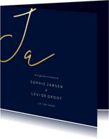 Trouwkaart met gouden 'JA' vierkant