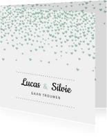 Trouwkaart met mintgroene hartjesconfetti