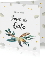 Trouwkaart save the date romantisch met veren en hartjes