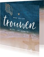 Trouwkaart strand zee goud typografie