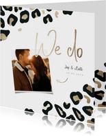 Trouwkaart 'We do' panterprint goudlook met foto