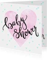 Uitnodiging babyshower hartjes en tekst