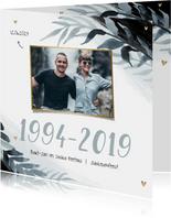 Uitnodiging jubileum 25 jaar stijlbol bladeren foto hartjes