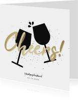 Uitnodiging kerstborrel proostende glazen met gouden cheers